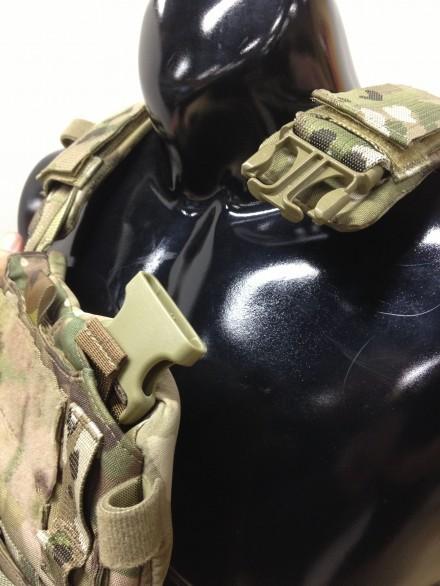 Aero SOF Bav Shoulder buckle detail